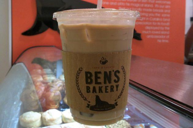"""<img src=""""Ben's Bakery.jpg"""" alt=""""カタリナ島Ben's Bakeryのアイスラテ""""/>"""