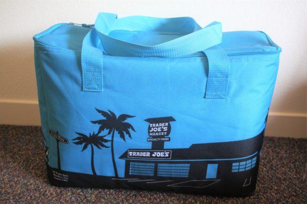 """<img src=""""Trader Joes bag.jpg"""" alt=""""トレジョ保冷バッグ""""/>"""