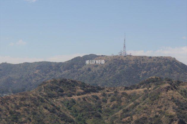 "<img src=""Hollywood Sign.jpg"" alt=""グリフィス天文台から見るハリウッドサイン""/>"