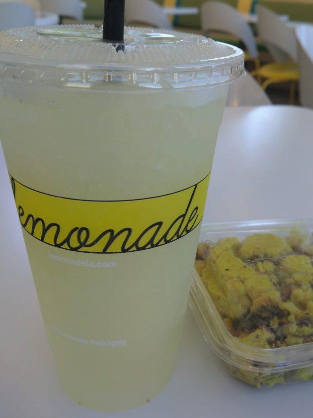 "<img src=""Lemonade.jpg"" alt=""アーバインおしゃれなレストランLemonadeのレモネードとお惣菜""/>"