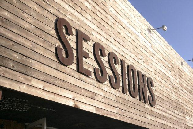 "<img src=""Sessions.jpg"" alt=""ニューポートビーチデリSessions""/>"