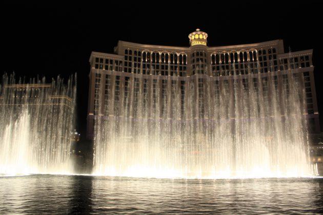 "<img src=""Las Vegas.jpg"" alt=""ラスベガスベラージオホテルの噴水ショー""/>"