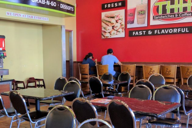 "<img src=""Tan Hoang Huong.jpg"" alt=""Tan Hoang Huong Sandwiches & Coffee店内""/>"