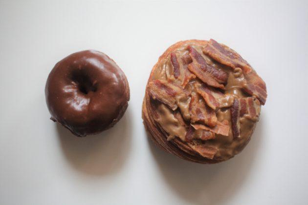 "<img src=""Janny's Donuts.jpg"" alt=""アーバインJanny's Donutsドーナッツとクロナッツ""/>"