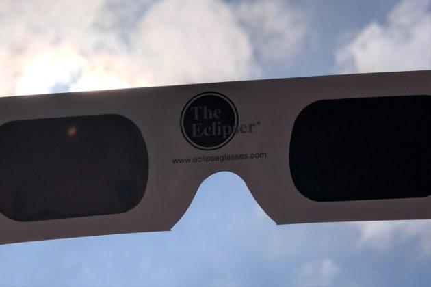 "<img src=""Eclipse Glasses.jpg"" alt=""UCI日食観察イベント日食サングラス""/>"