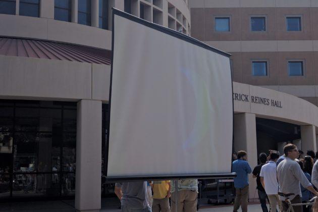 """<img src=""""UCI.jpg"""" alt=""""UCI日食観察イベント大きなスクリーンで観測""""/>"""
