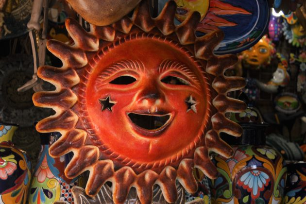 "<img src=""Sun.jpg"" alt=""メキシコ太陽の置物""/>"