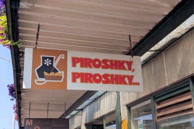 "<img src=""Piroshky Piroshky.jpg"" alt=""シアトルパイクプレースマーケットピロシキピロシキ看板""/>"