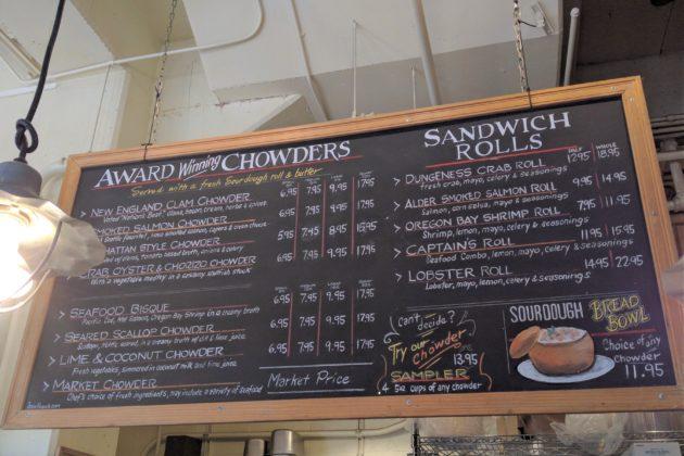 "<img src=""Pike Place Chowder.jpg"" alt=""シアトルパイクプレースチャウダーメニュー""/>"