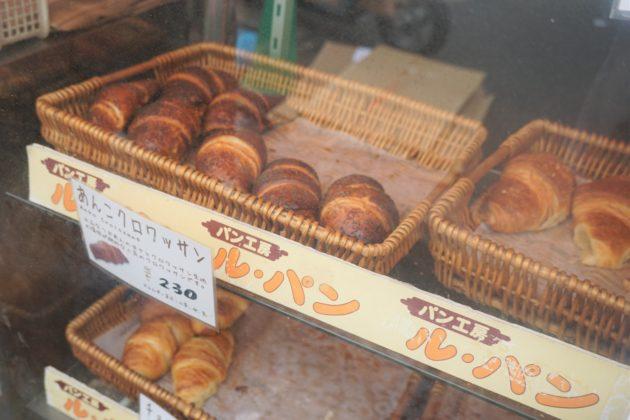 "<img src=""Croissant.jpg"" alt=""築地ルパンのあんこクロワッサン""/>"