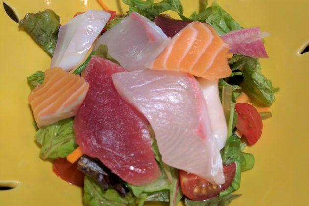 "<img src=""Salad.jpg"" alt=""築地魚河岸のお刺身サラダ""/>"