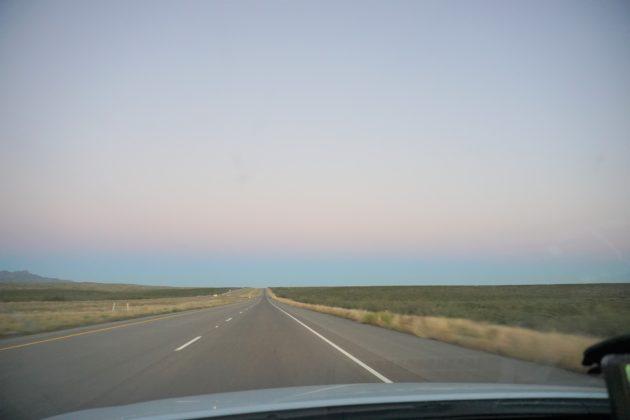 """<img src=""""Road Trip.jpg"""" alt=""""アメリカロードトリップ""""/>"""