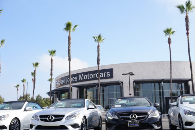 "<img src=""Mercedes.jpg"" alt=""アーバインベンツのお店の中にあるレンタカー屋""/>"