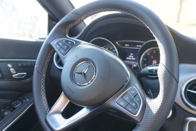 "<img src=""Mercedes.jpg"" alt=""ベンツのハンドル""/>"