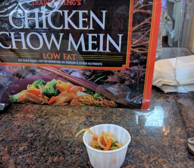 "<img src=""Trader Joe's Chicken Chow Mein.jpg"" alt=""トレジョチキンチャウメン""/>"