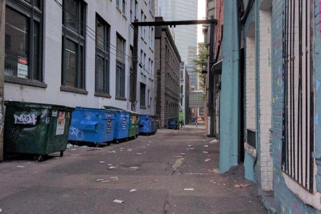 "<img src=""dirty street.jpg"" alt=""北米の治安の悪い場所のみわけ方""/>"