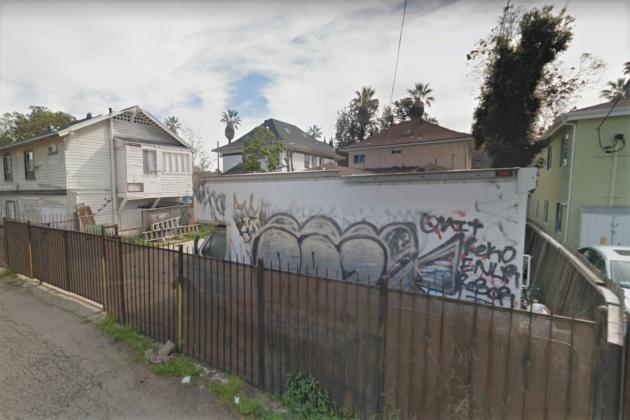 """<img src=""""Graffiti.jpg"""" alt=""""落書きが多い""""/>"""