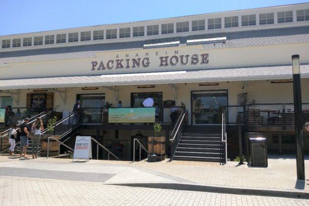 """<img src=""""Packing House.jpg"""" alt=""""アナハイムパッキングハウス外観""""/>"""