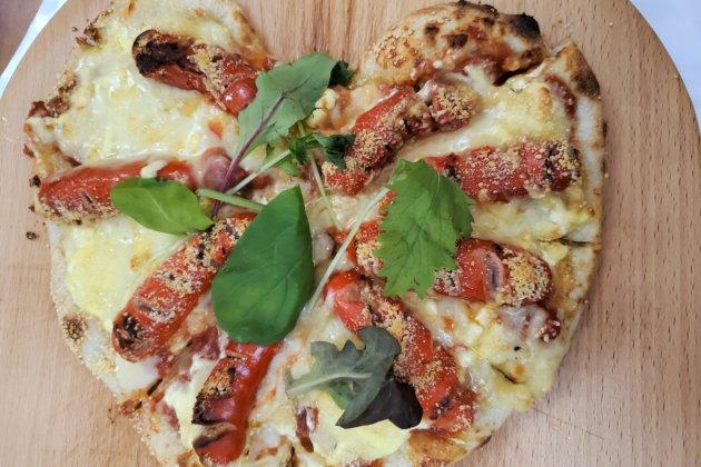 "<img src=""Pizza.jpg"" alt=""カラオケDEゴーのピザ""/>"