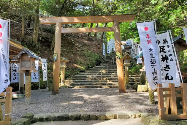 "<img src=""UJI Shrine.jpg"" alt=""宇治神社""/>"