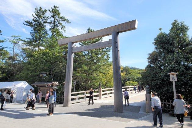 """<img src=""""Ise Shrine.jpg"""" alt=""""伊勢神社内宮""""/>"""